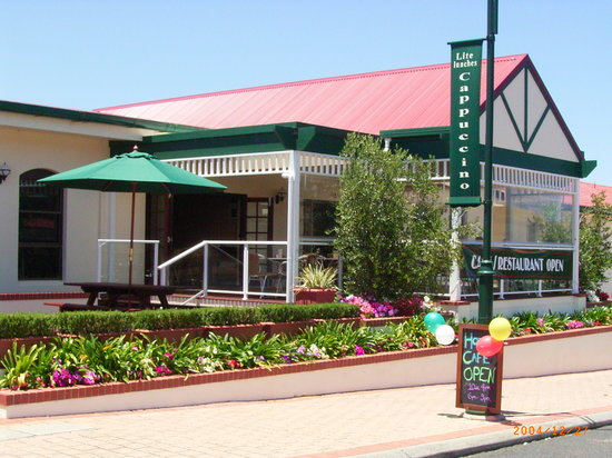 Augusta Hotel Motel: Front Of Hotel
