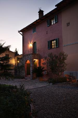 Borgo San Benedetto: La Fattoria al crepuscolo