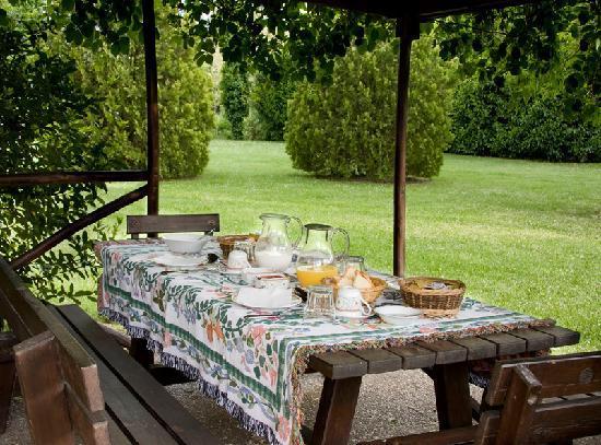 Borgo San Benedetto: Colazione in giardino