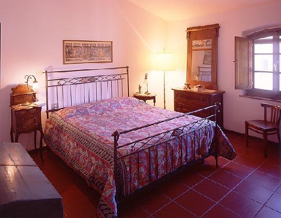 Borgo San Benedetto: Camera da letto di Villa Ripanuova 9