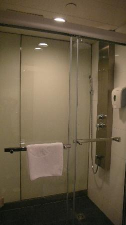 Caritas Bianchi Lodge: Shower area with soap/shower gel provided