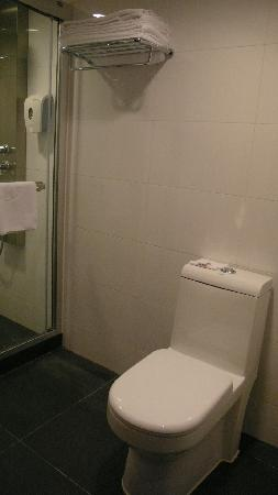 Caritas Bianchi Lodge: Bathroom, toilet seat