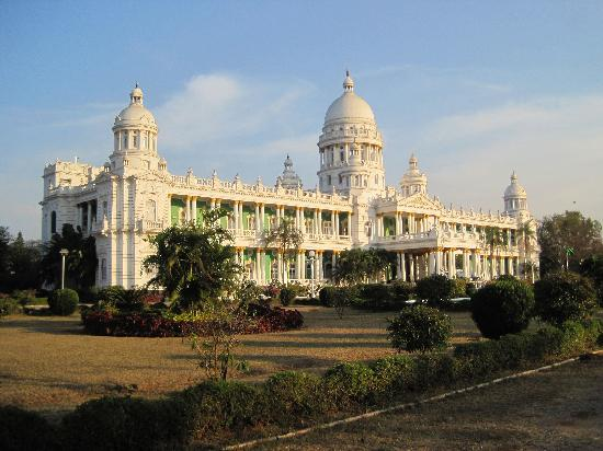 Lalitha Mahal Palace Hotel: Visione diurna