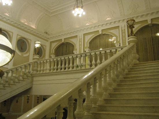 Lalitha Mahal Palace Hotel: scalone d'onore