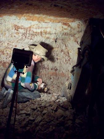 Ando's Outback Tours: Opal mining