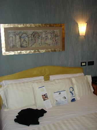 Best Western Plus Hotel Spring House: Doppelbett im Zimmer