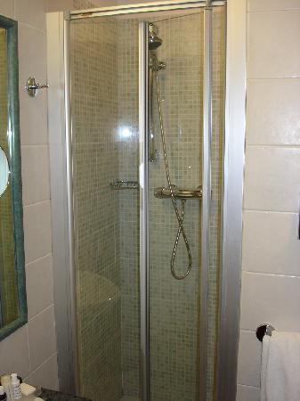 Best Western Plus Hotel Spring House: Dusche im Zimmer