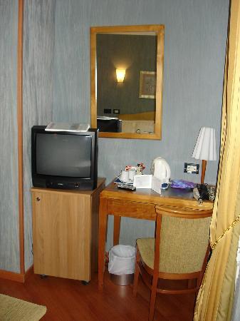 Best Western Plus Hotel Spring House: Schreibtisch im Zimmer