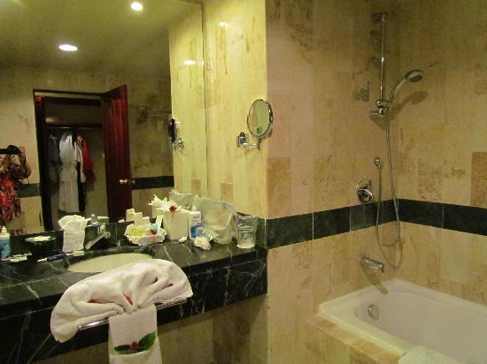 Grand Bahia Principe Cayacoa: Salle de bain très agréable