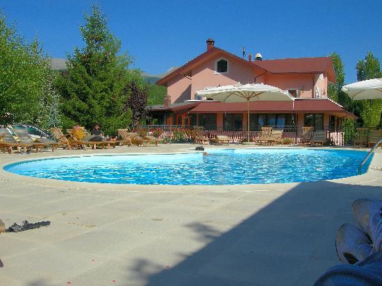 Hotel Il Bucaneve: La piscina dell'hotel.
