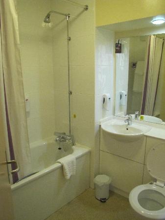 Premier Inn Skipton North (Gargrave) Hotel: Bathroom had good water pressure.