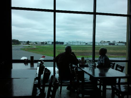 Elevation Chop House & Skybar: Back of the Restaurant facing the runway