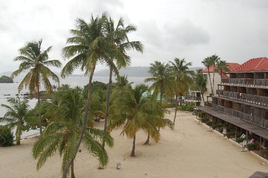 Antilles At Sapphire Beach Resort: View of beach & condos from balcony
