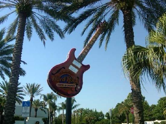Seminole Hard Rock Hotel Tampa: The Guitar with the Palm Trees