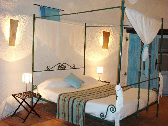 Charming Chateau: chambre à lit baldaquin Poquelin