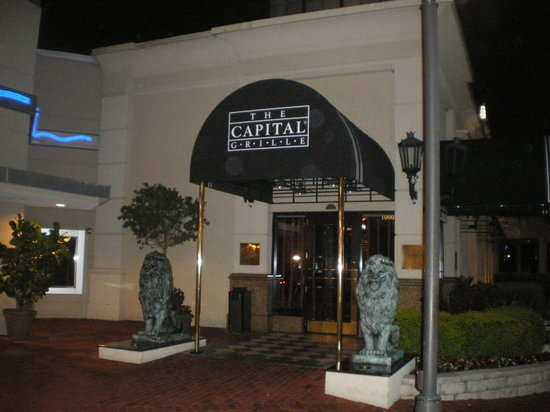 The Capital Grille: Restaurant Entrance Form The Point