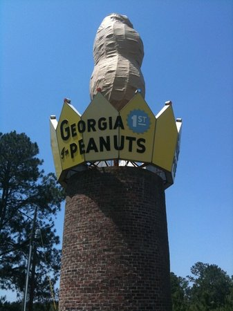 ‪World's Largest Peanut‬