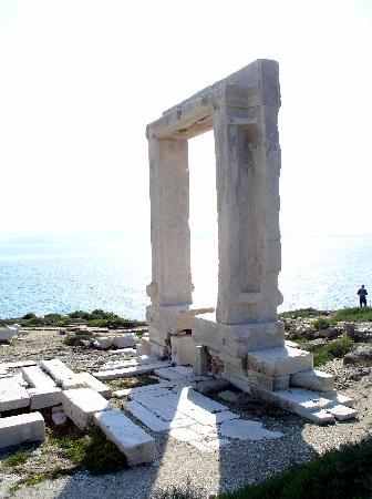 """Ciudad de Naxos, Grecia: Das Marmortor """"Portara"""""""