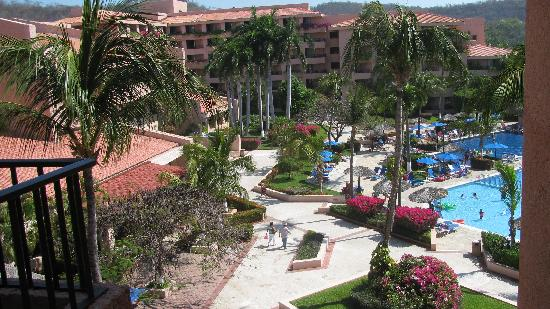 Barcelo Huatulco: View of the pool