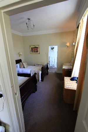 White Hart Hotel: Double singles room attatched to my main room, great family room.