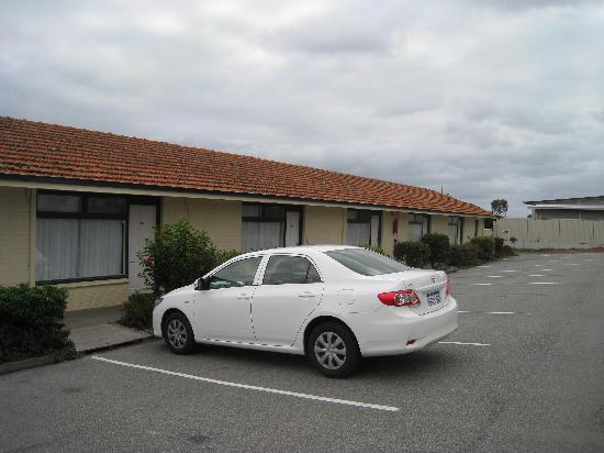 Ace Motor Inn: Motel Corridor 2