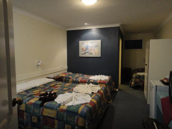 เอสมอเตอร์อินน์: Motel Room