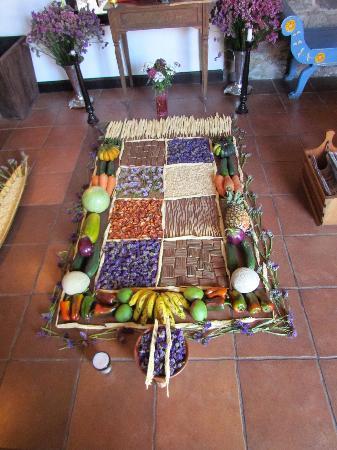 Hotel EuroMaya Suites: Alfombra de Semana Santa (Entrance)
