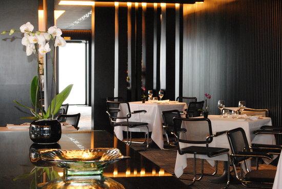 Interior Zee Restaurant