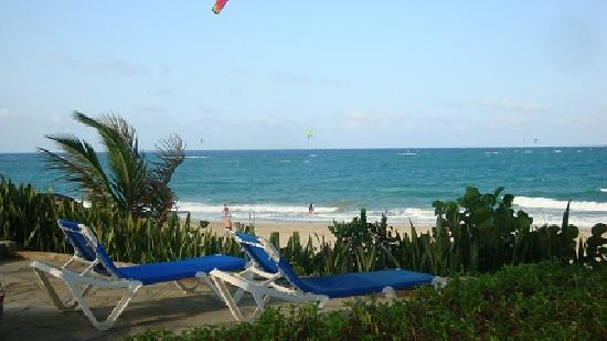 Cabarete Beach House at Nanny Estates: Off the beach lounge area