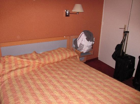 Hotel Saint-Georges: Bedspread...