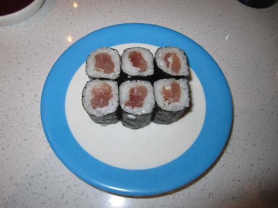 Blue C Sushi: Tuna roll