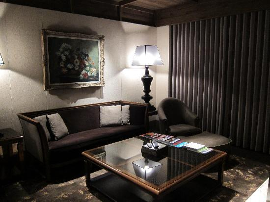 Palais de Chine Hotel: Sitting area in the Jr Suite