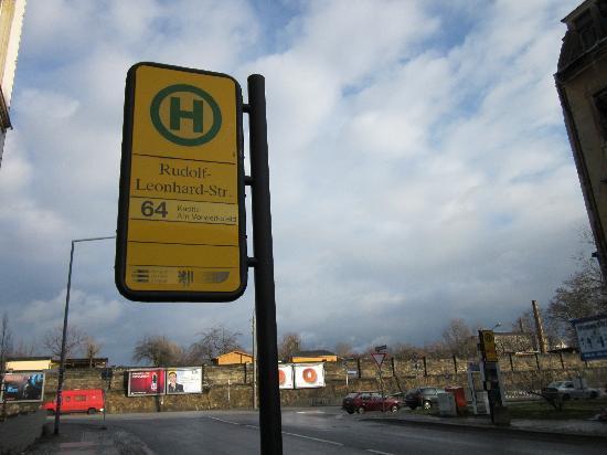 Court Inn Dresden: The bus stop ~50m away