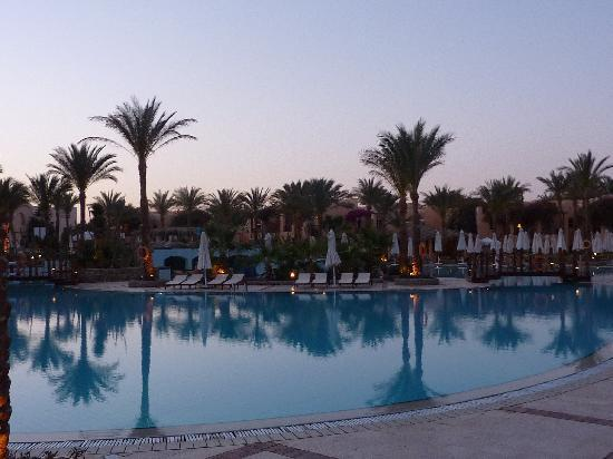 Iberotel Makadi Beach: Abendstimmung am Pool
