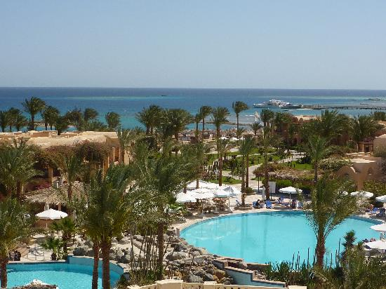 Iberotel Makadi Beach: Blick über die Anlage zum Meer