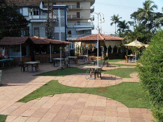 Beira Mar Alfran Resort: bar and restuarant eating area