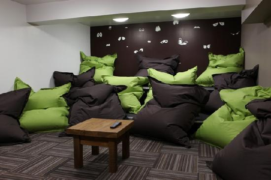 Chill out room picture of euro hostel newcastle newcastle upon tyne tripadvisor - Small space bags ideas ...