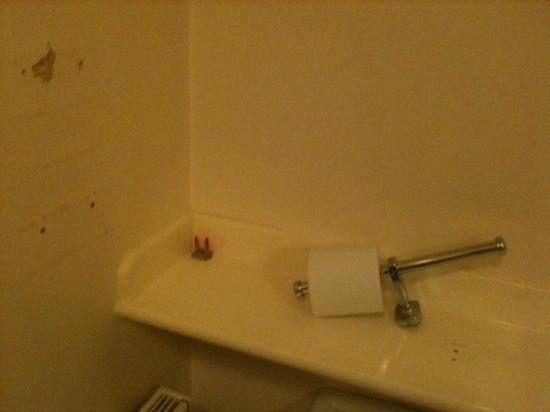 Hanover Hotel: bathroom