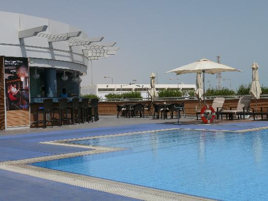 Oryx Rotana Doha: Poolside