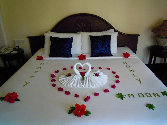 The Aiyapura Koh Chang: Romantic bed - welcoming