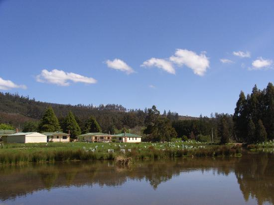 Giants' Table and Cottages: Platypus Lake