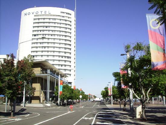 Novotel Sydney Olympic Park: Vista frontale hotel