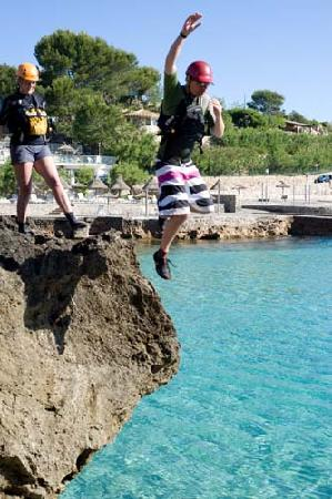 Experience Mallorca: Cliff jumping