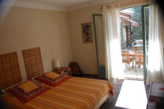 Le mas bellecroze chambres d 39 hotes b b cam las france for Chambre 507 avis