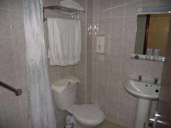 The Sandringham Hotel: Our Bathroom