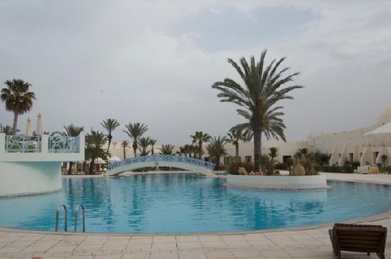 Yadis Djerba Golf Thalasso & Spa : Piscine extérieure