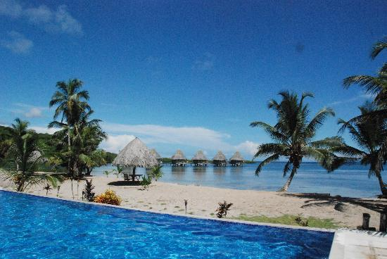 Coral Lodge: View from the pool to Lodges