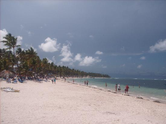 Be Live Collection Punta Cana : Snap of the white sandy beach!