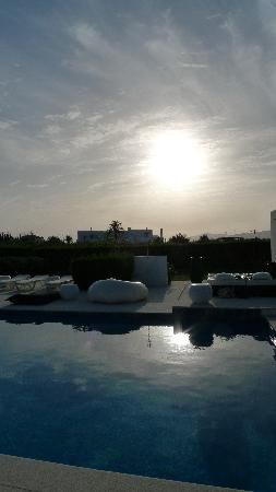 Vilacampina Guesthouse: sunset over the pool