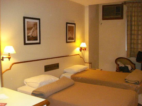 Augusto's Copacabana Hotel: Habitación y aire acondicionado